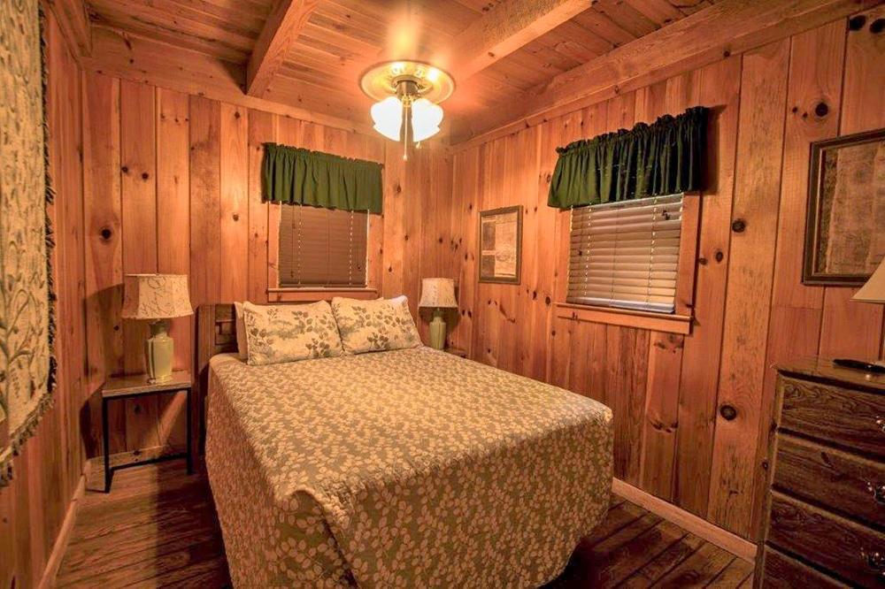 Leopard Lodge Cabin - Creekwood Resort