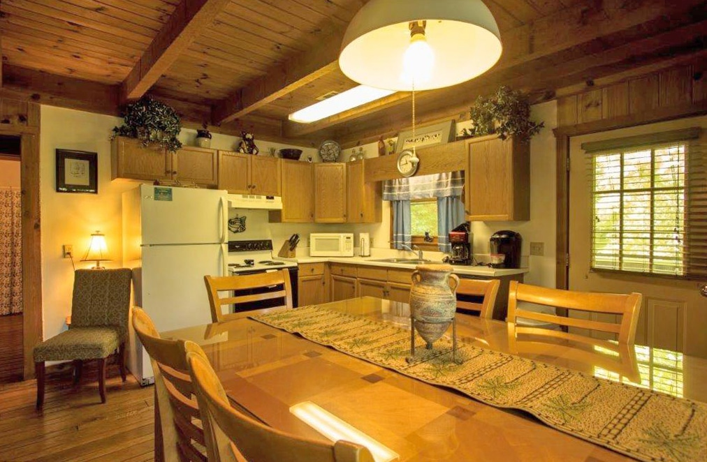 Sportsman's Lodge Cabin - Creekwood Resort